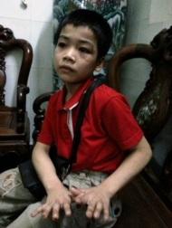 TPHCM: Bắt khẩn cấp kẻ hành hạ dã man trẻem