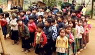 Trẻ em vùng cao phong phanh trong giárét